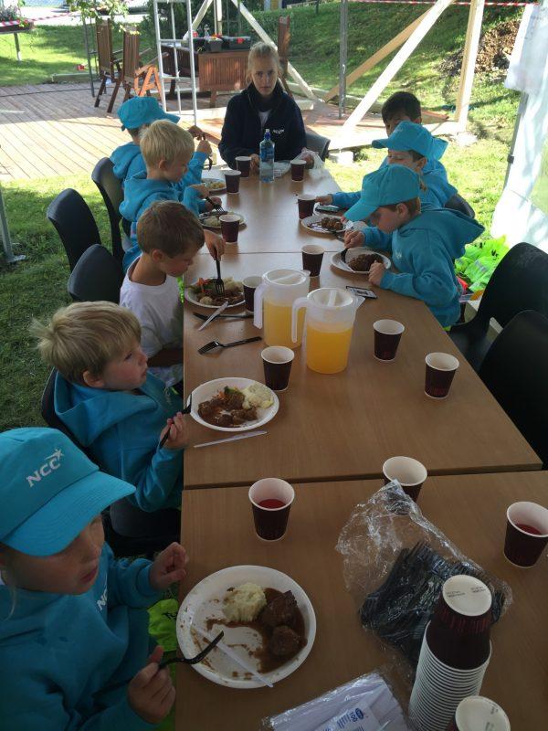Lunsj for unge byggmestere!