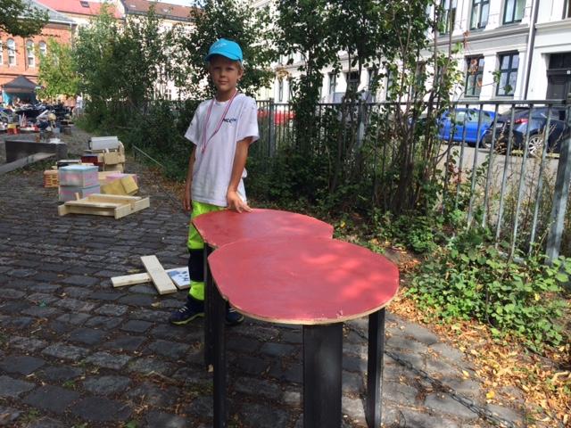 En stolt eier av et nytt bord!