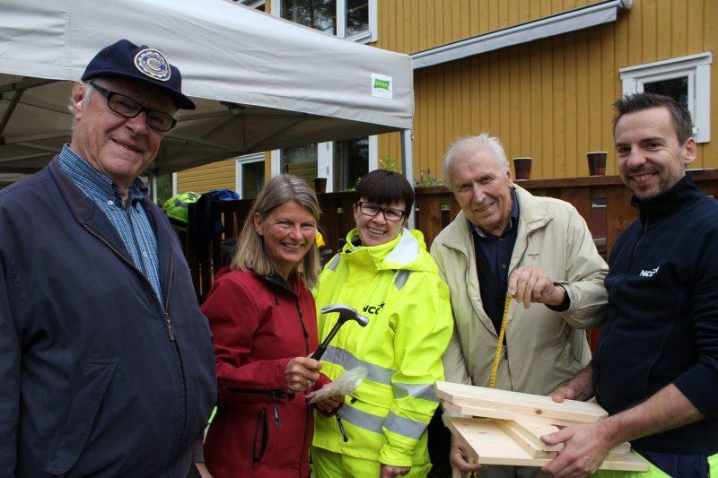 Civitan Club Asker sponser Hagestuen til omsorgsboligene, Lene Conradi slår et slag for det gode samarbeidet!