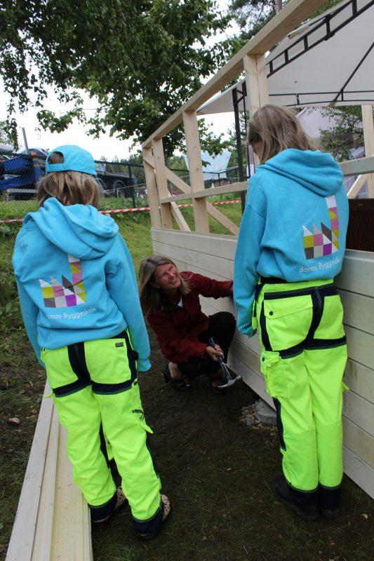 Ordføreren er under nøye observasjon og oppfølging av barna på byggeskolen.