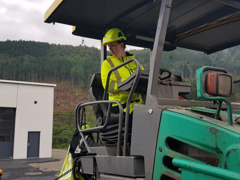 Heidi (22) sender NCC i tet blant norske asfaltbedrifter.